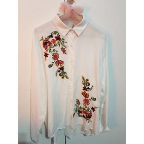 Camisa Blanca Bordada Flores. Talle M