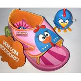 Sandália Infantil Galinha Pintadinha Com Miniatura Com Corda