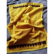 Toalha De Piso Amarela 50x80cm Com Guipir Marrom