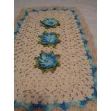Tapete Croche Flores Em Relevo Na Cor Azul Mesclado 46x74cm.