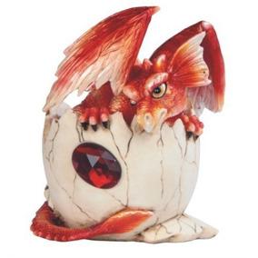 Dragón Rojo Del Bebé De Stealstreet En Cáscara De Huevo Con