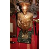 Estatua Antigua De Militar O Policia