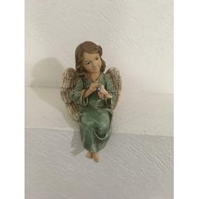 Angel De Resina Sentado Con Paloma 28 Cm Alto, 25 Cm Ancho