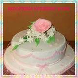 Torta Decorada Con Masa Elástica Y Bouquet De Flores