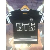 Camiseta Branca K-pop Rap Monster College Uniforme + Colar