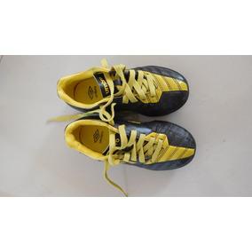 eff72c412ec Polvos Azules Zapatillas Umbro Futbol - Zapatillas en Mercado Libre Perú