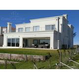 Imponente Casa Con Diseño , Confort Y Construcción De Primera Calidad En Lagos Del Golf!!