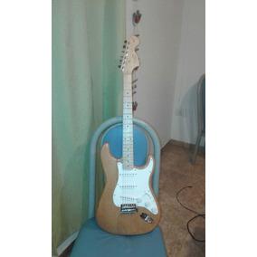 Combo Guitarra Eléctrica Squier Stratocaster Affinity+ Ampli