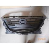 Parrilla Usada Mazda 3 2015