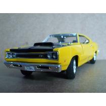 Dodge Coronet Superbee 1969 Motor Max 1/24 Coleccion Autos