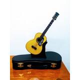 Guitarra A Escala. Musical.