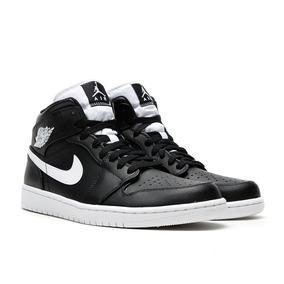 Tênis Nike Air Jordan 1 Mid Preto Com Branco Masculino