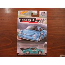Hot Wheels Track Day 4/5 Volkswagen Karmann Ghia