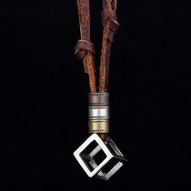 Colar Cordão Masculino Couro Ajustável Pingente Cubo