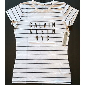cd814dd728 Camiseta Calvin Klein Estampa Digital Feminina 10 Peças Atac ...