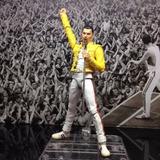 Freddie Mercury Estrella De Rock Sh Figuarts En Mano Bandai