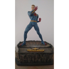 Estátua Miracleman - Mcfarlane