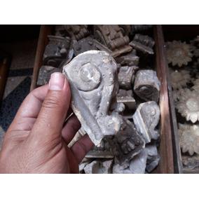Antiguas Molduras De Yeso Demolicion La Roca Vintage