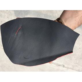 Piel Automotriz En Color Negro Fondo Rojo