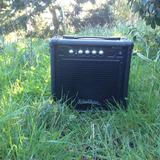 Es Un Amplificador De 15 Watts Como Nuevo Tiene Muy Poco Uso
