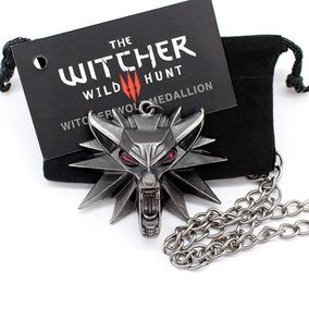 Colar The Witcher 3 Wild Hunt Geralt Rivia Lobo Olho Red