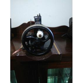 Máquina De Costura Singer Antiga.