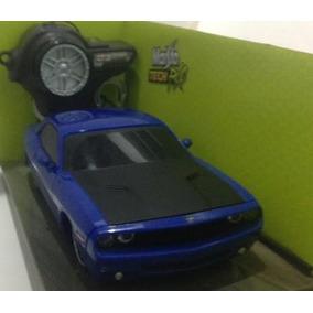Dodge Challenger 2006 Azul Carrinho De Controle 1:24 Maisto