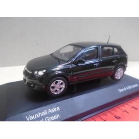 Corgi Vanguards 1/43 Opel Astra / Vauxhall Astra Sedan 2005