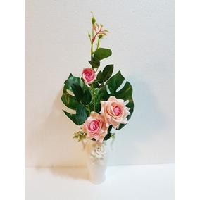 Florero Con Flores Arreglo Floral Con Rosas Para Decoración