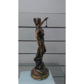 Figura De La Justicia Mujer