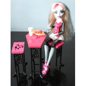 Boneca Monster High Com Mesa E Cadeiras Mattel