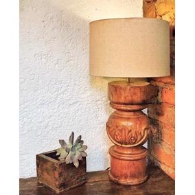 Lámpara De Mesa De Madera Tallada.