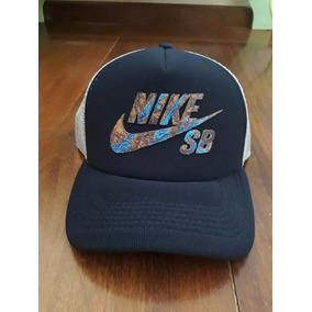 Boné Nike Azul Escuro Aba Curva Trucker Snapback