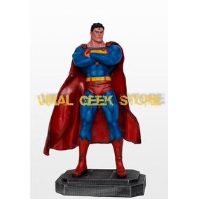 Boneco Superman Hq - Estátua Em Resina 40 Cm