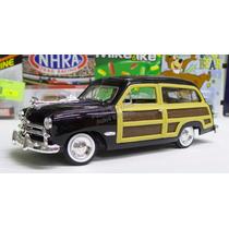 1:24 Ford Woody Wagon 1949 Negro Motor Max Display