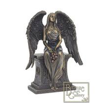 Escultura De Angel Mujer Sentada Sobre Lapida