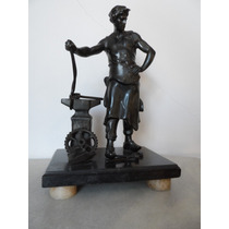 Antiga Escultura Em Petit Bronze - Ferreiro.