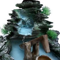 Fonte De Água Cascata E Monjolo