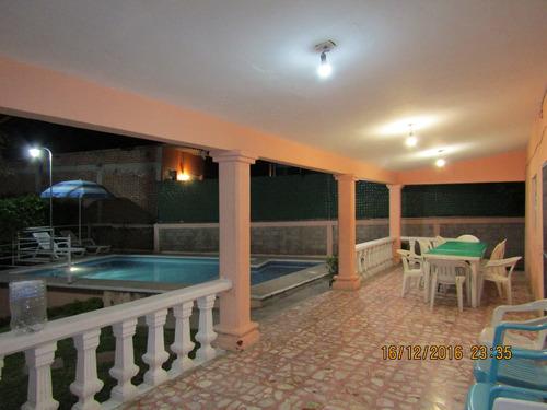 Casas en renta vacacional en avenida del rosal 8 narciso for Casa con piscina fin de semana madrid