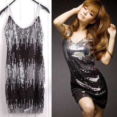 Combinar un vestido negro con plateado