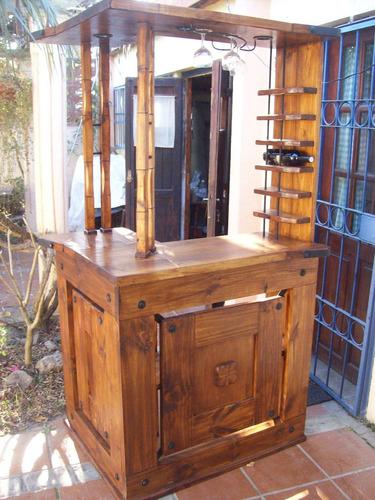 Bar en ele rustico artesanal con apliques de hierro for Bar de madera rustico esquinero