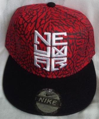 03b5bd323aef1 Gorra Nike Neymar Plana Roja   Negra Ajustable De Broche. - Bs. 0