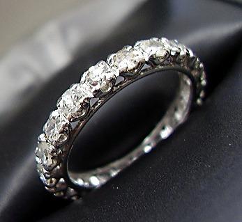 8120a05e91727 Aliança Inteira De Diamantes Em Ouro Branco - R  1.700,00 em Mercado ...