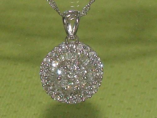 19a2eacfc77c5 Ivi1388   Pingente Pizza Ouro Branco 18k ! Diamantes !!! - R  3.490 ...