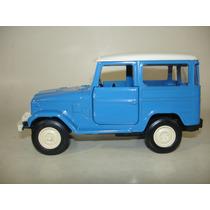 Miniatura Carro Classicos Nacionais - Toyota Bandeirante 79