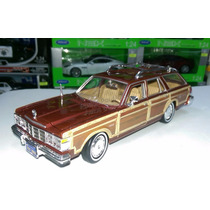 1:24 Chrysler Lebaron Town Country 79 Cafe Motor Max Display