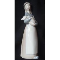 Figura En Porcelana Lladro Aldeana Con Chanchito