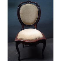 Cadeira Medalhão Estofada Antiga