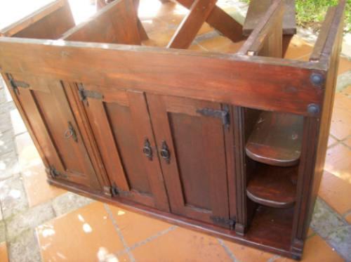 Bajo mesada de ba o rustica puertas y estantes for Puertas de cocina rusticas