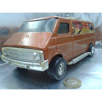 Ertl - Dodge Tradesman Van De Hojalata Escala 1/18